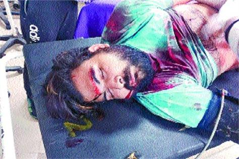 a young man was attacked with a sharp weapon through the chest across the chest