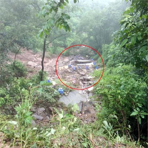 truck fall into ravine death of driver
