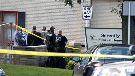 7 people wounded in shooting at milwaukee funeral home