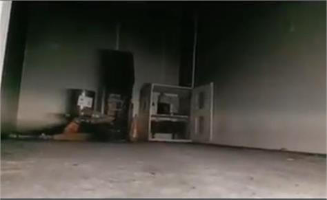 failed to rob atm miscreants set fire cctv captured