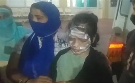 acid attack miscreants threw acid on working woman