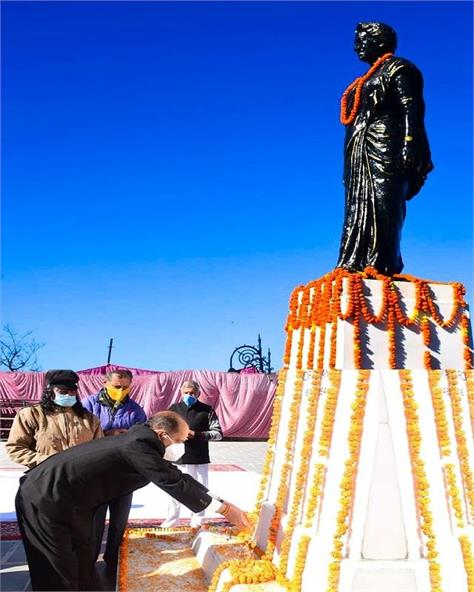 cm pays tribute to former pmi ndira gandhi on her birth anniversary
