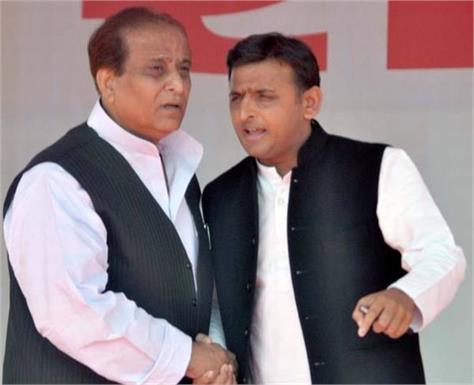 akhilesh yadav arrives in sitapur jail to meet azam khan