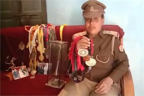 varanasi this female inspector has so many medals your eyes will be torn