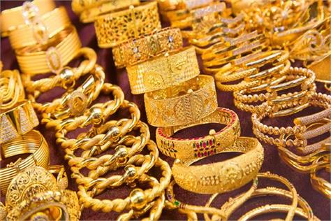 gold rises to an all time high with a rise of rs 2000  10g