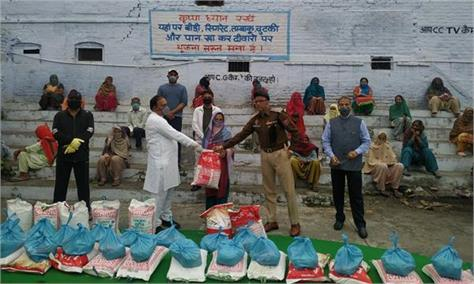 shri ramleela club sujanpur distributed ration to needy women