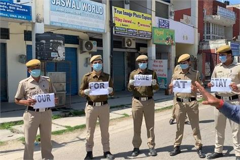 police personnel make human chain on the road stay home stay safe