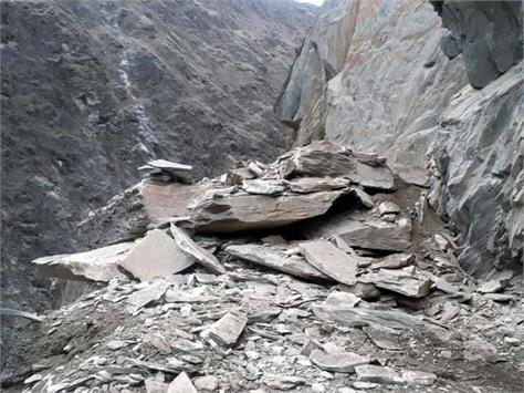 chamba bharmour nh closed for 4 hours from landslide