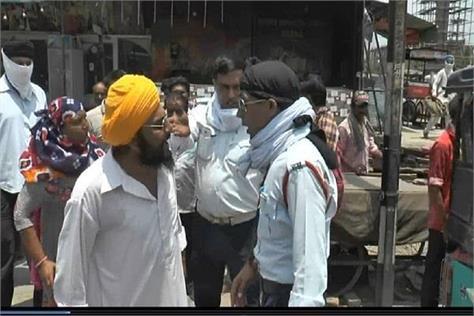 haryana news bike rider hit the stick then sardar ji clashed with policemen