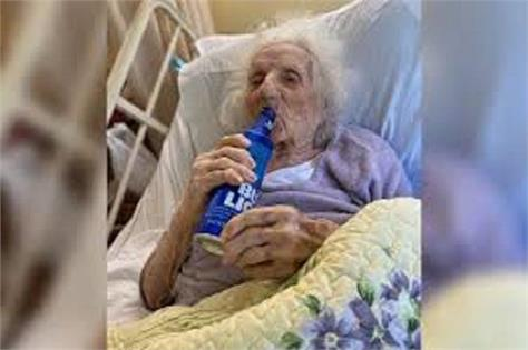 cheers 103 yr old grandmother fights covid celebrates with beer
