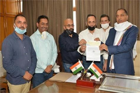 himachal cricket association gave 20 lakhs to the chief minister in covid fund