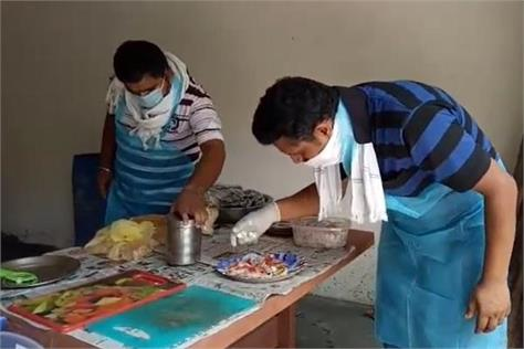 youth returned to village from abroad prepared pizza in an oven made from soil