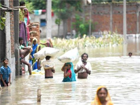 flood caused havoc in up 672 villages in 18 districts affected