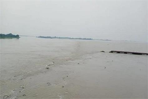 3 killed after boat capsized in flood water