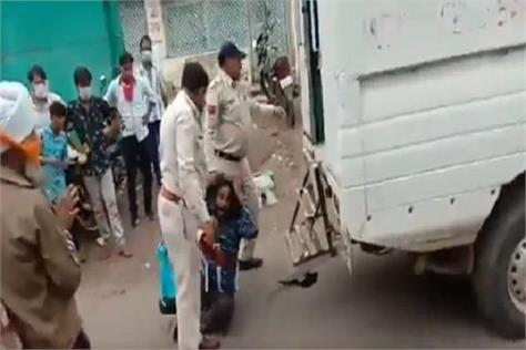 video of madhya pradesh police assault with sikh granthi goes viral