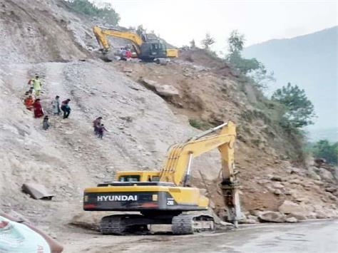 landslide on chandigarh manali nh