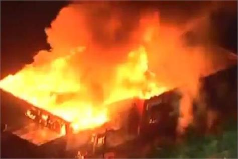 jaunpur short circuit fire in room two innocent children including woman died
