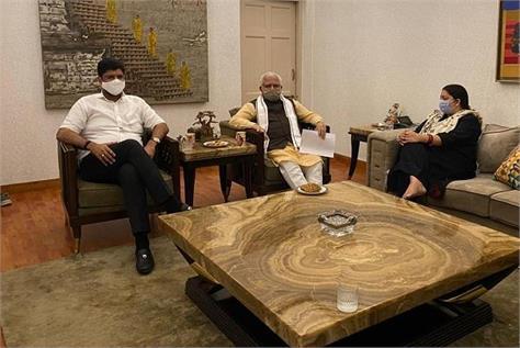 haryana cm khattar and deputy cm dushyant meet smriti irani