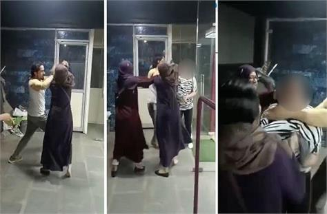 wife beat up girlfriend exercising with husband in gym