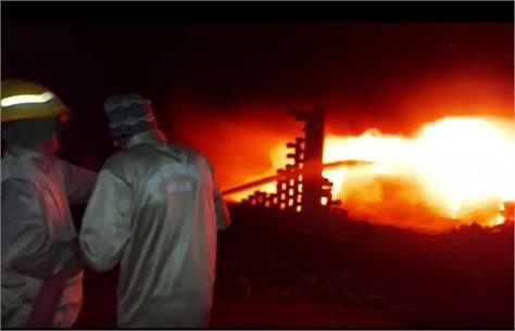 meerut a massive fire broke out in the tire warehouse late at night