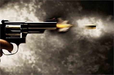 unidentified criminals shot dead mgnrega contractor in latehar