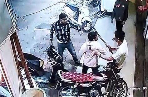 firing on hotel worker in indore