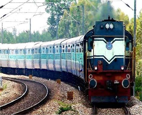 rewari fazilka via jaito train run on the railway track