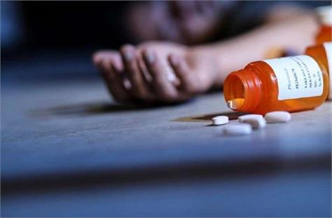 student commits suicide by consuming poison