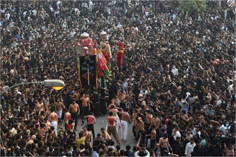 thousands march in pakistan shia procession as virus cases soar