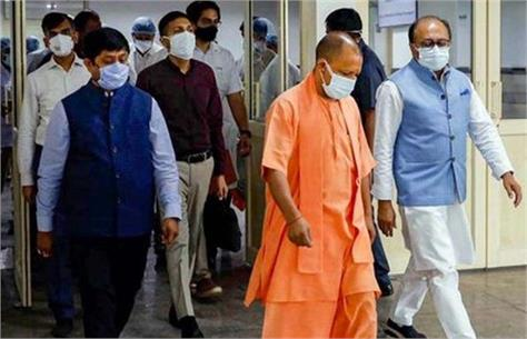 cm yogi arrives on noida tour inspects vaccination campaign for media personnel