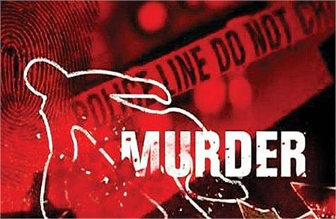 in pilibhit elder brother was killed with a shovel in a dispute of rs