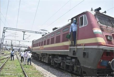 oxygen express  arrives gorakhpur carrying 40 metric