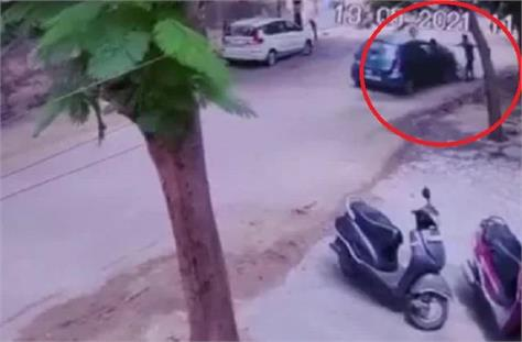 a high speed car in agra brutally crushes a rickshaw driver