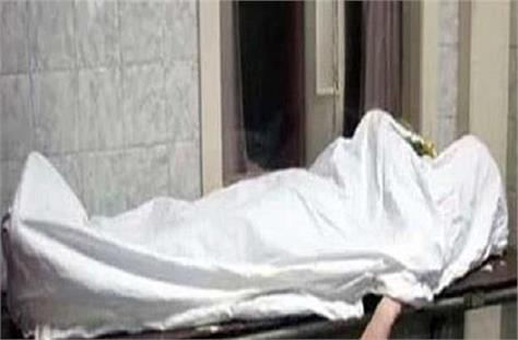 married woman commits suicide with two and a half year old child woman dies