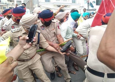 protest against manpreet badal