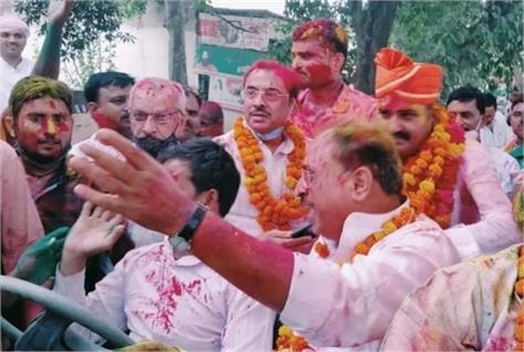 jhansi bjp won 5 out of 8 block chief s seats sp on