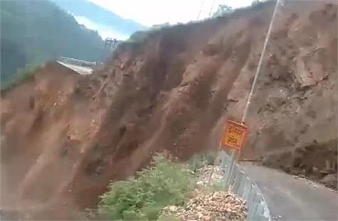 nh obstructed by heavy landslide