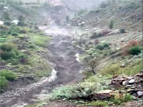 heavy rain in lahaul spiti flood in drains