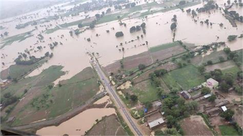 many districts submerged in mp many lives trapped in floods