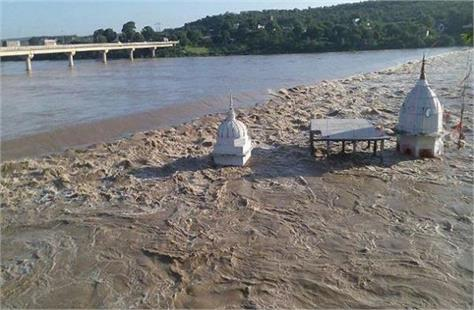 flood situation in mp is critical thousands of people stranded in shivpuri