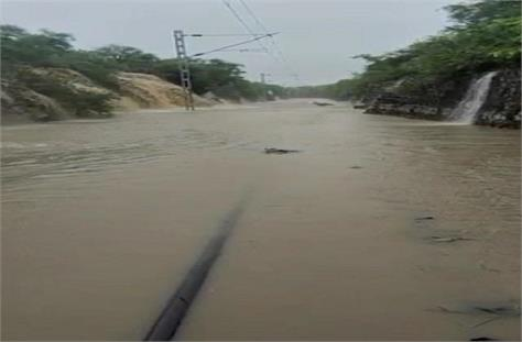 water submerged railway track 400 passengers stranded for 14 hours