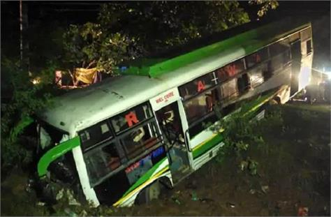 death is near bus filled with 40 passengers hangs in