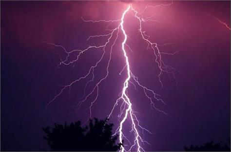 7 people of the same family were scorched due to lightning