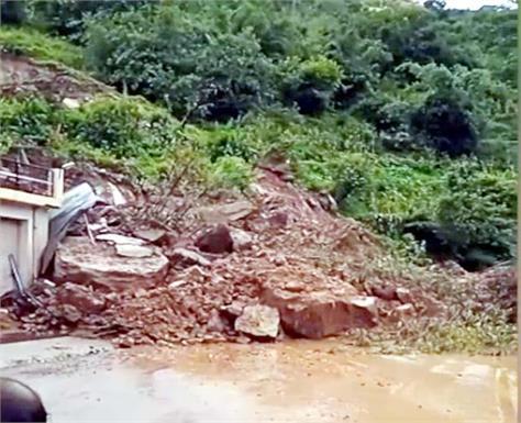 nainadevi anandpur sahib main road closed due to landslide