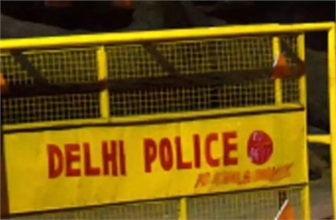 gang war again in delhi car rider shot dead in broad daylight in najafgarh