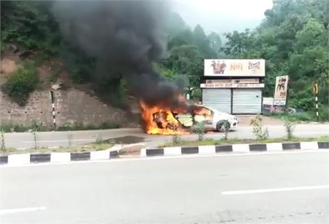 big accident talath fire in moving car loss of lakhs people on board are safe